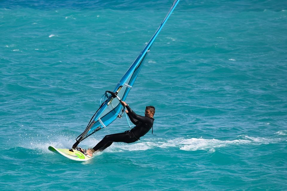 windsurfing-3276849_960_720.jpg