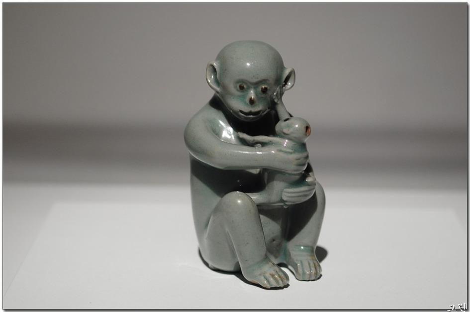 청자 모자원숭이모양 연적-121201-국보270호-1-3.jpg
